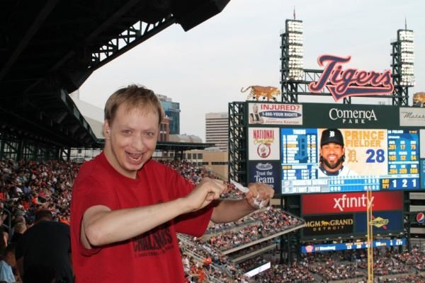 St. Louis Center Residents Enjoy Tigers Game