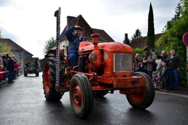 Défilé de tracteurs à la fête du Maïs de Laàs 2012