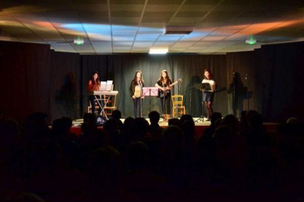 Spectacle de l'ASEC du 2 février...1ère partie avec le groupe musical des filles