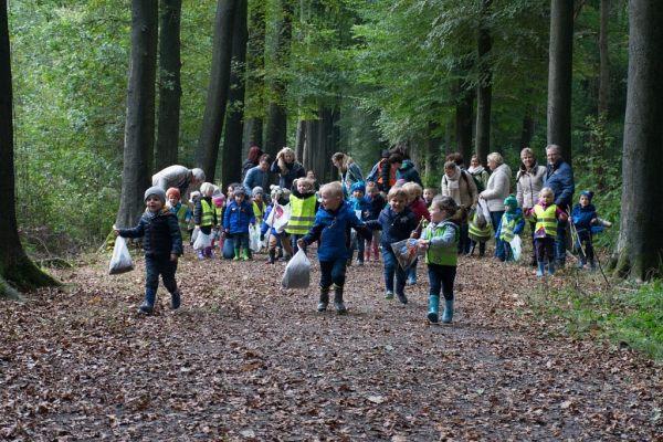 16-17 Spanjeschool - op stap in het bos