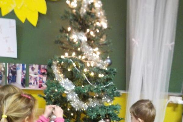 K1b Gezellig rond de kerstboom